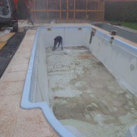 Trasformazione da piscina skimmer in vetroresina a piscina a sfioro