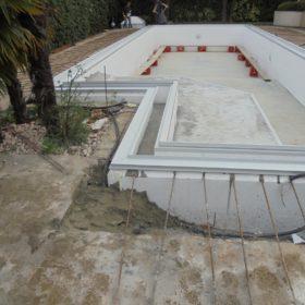 Struttura piscina dopo riempimento cemento armato - vista frontale