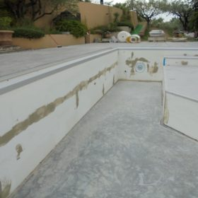 Stuccatura piscina pre posa telo - dettaglio parete