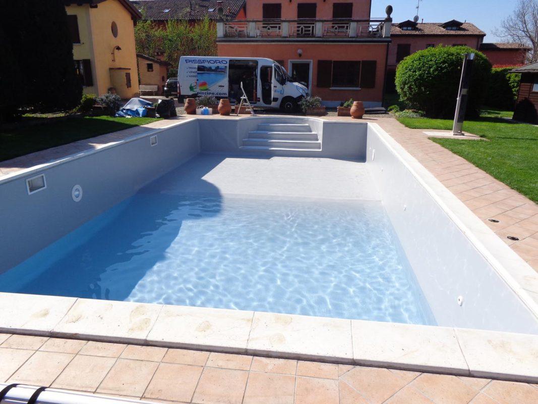 Sostituzione telo pvc e riparazione rivestimento piscina for Riparare piscina