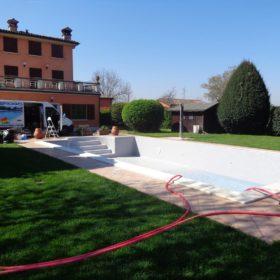 Rimpimento piscina per messa in funzione