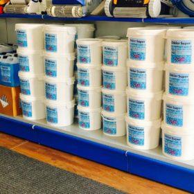 Showroom Zavatti Piscine a Sfioro - Produzione prodotti chimici certificati dal Ministero della Sanità