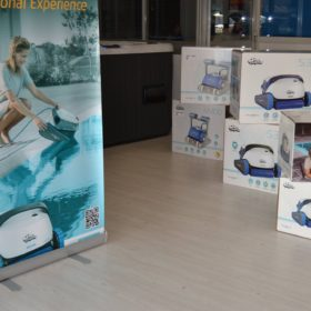 Showroom Zavatti Piscine a Sfioro - Robot piscina Dolphin Maytronics Serie S e Serie M e piscina idromassaggio