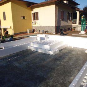 Montaggio struttura Easyblok per ristrutturazione piscina a skimmer