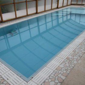 Ristrutturazione piscina in vetroresina in piscina a sfioro Easyblok finita