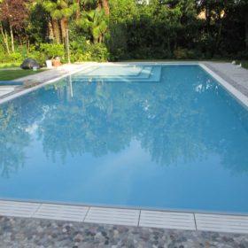 Fine della trasformazione da piscina a skimmer a piscina a sfioro senza vasca di compenso