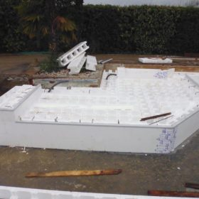 Creazione struttura piscina - Primo piano bagnasciuga