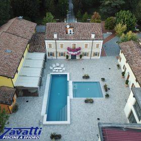 Antica villa con piscina; tutto caratterizzato dal sofisticato desing italiano