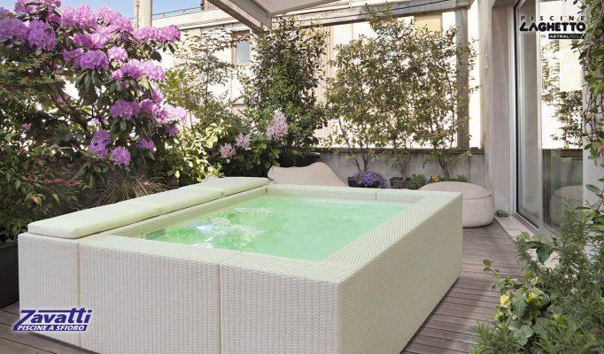 Playa piscine laghetto zavatti piscine a sfioro for Vasca pvc laghetto